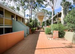 Emu Walk Apartments - Yulara - Widok na zewnątrz