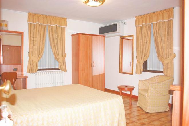 Piccolo Hotel - Milan - Phòng ngủ