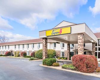 Super 8 by Wyndham Wausau - Wausau - Building