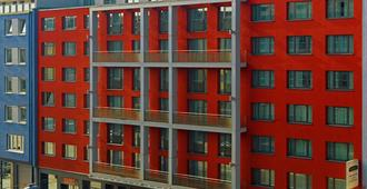 Courtyard by Marriott Munich City Center - Munich - Building