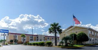 Rodeway Inn and Suites Jacksonville near Camp Lejeune - Jacksonville - Bâtiment