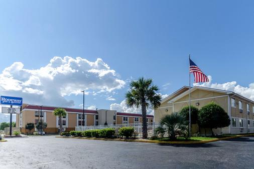 Rodeway Inn & Suites - Jacksonville - Toà nhà