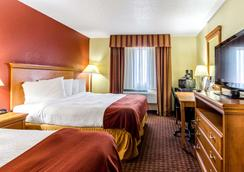 Rodeway Inn and Suites Jacksonville near Camp Lejeune - Jacksonville - Bedroom
