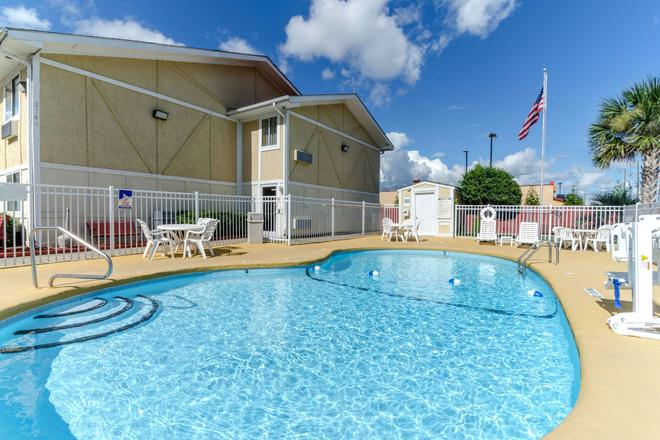 Rodeway Inn and Suites Jacksonville near Camp Lejeune - Jacksonville - Pool