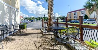 Rodeway Inn and Suites Jacksonville near Camp Lejeune - Jacksonville - Hàng hiên