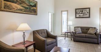 Rodeway Inn Leadville - Leadville - Living room