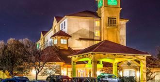 La Quinta Inn & Suites by Wyndham Colorado Springs South AP - קולרדו ספרינגס - בניין