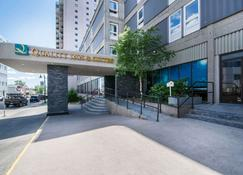 Quality Inn & Suites Yellowknife - Yellowknife - Building