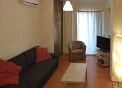 Homely Spacious Studio close to the Seafront - Chalcis - Salon