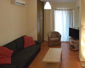 Homely Spacious Studio close to the Seafront - Chalkis - Huiskamer