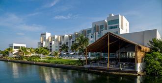 Real Inn Cancun - Cancún - Building