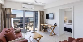Oaks Darwin Elan Hotel - Darwin - Living room