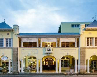 Queen's Hotel - Oudtshoorn - Building