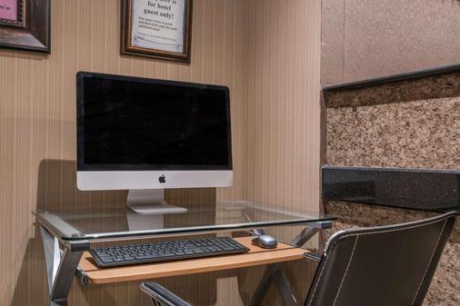 Microtel Inn & Suites by Wyndham Rochester Mayo Clinic North - Rochester - Khu vực làm việc