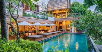 Pandawa All Suite Hotel - North Kuta - בריכה