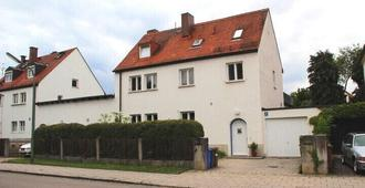 Ideal for couples for long and short term rental ,, special rates for long term rental - Munich - Building