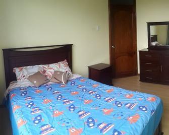 J&E hotel - Амбато - Спальня