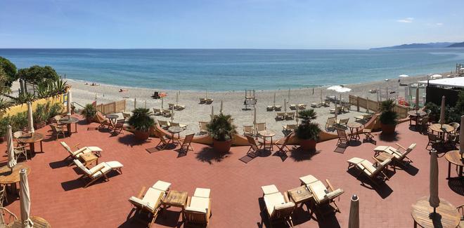 Hotel Riviera Miramare - Varigotti - Beach
