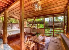 Omega Tours Adventure Company & Eco Jungle Lodge - La Ceiba - Obývací pokoj