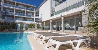 雷威拉塔酒店 - 卡爾維 - 卡爾維 - 游泳池