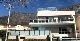 Southern Comfort Guest Lodge - Cape Town - Building