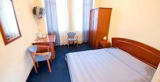 7 Days Hotel Kiev - Kyiv - Bedroom