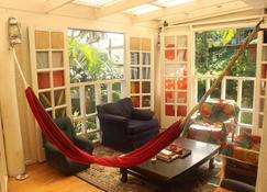Colonial Lodge Hostel - Suva - Wohnzimmer