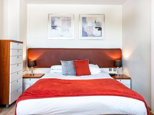 Roland House - London - Bedroom