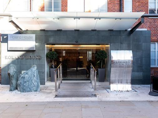Roland House - London - Building