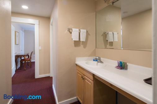 Butterfly Grove Inn - Pacific Grove - Bathroom