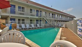 Motel 6-Sacramento, Ca - Old Sacramento North - Сакраменто - Бассейн