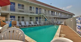 北薩克拉門托老薩克拉門托 6 號汽車旅館 - 薩克拉門多 - 薩克拉門托 - 游泳池
