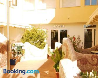 Hotel Kaly - Ventimiglia - Gebäude