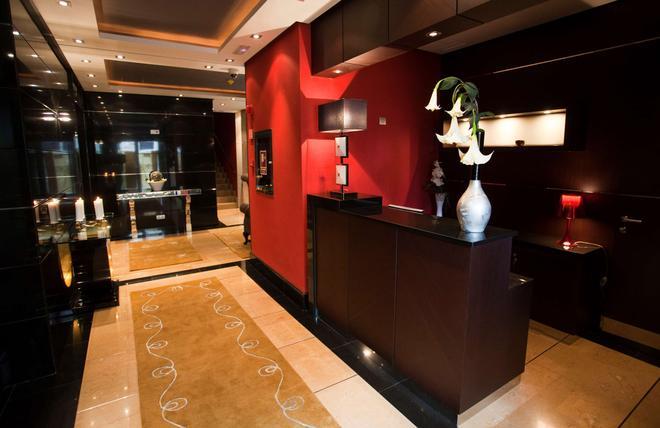 Nexus Valladolid Suites & Hotel - Valladolid - Rezeption