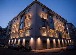 Nexus Valladolid Suites & Hotel - Valladolid - Building