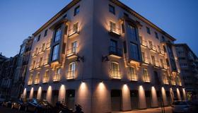 Nexus Valladolid Suites & Hotel - Valladolid - Building