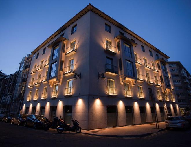 Nexus Valladolid Suites & Hotel - Valladolid - Gebäude