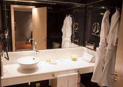 Nexus Valladolid Suites & Hotel - Valladolid - Bathroom