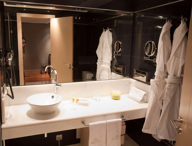 Nexus Valladolid Suites & Hotel - Valladolid - Bad