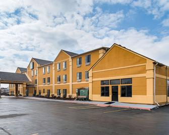 Quality Inn & Suites - Harvey - Building