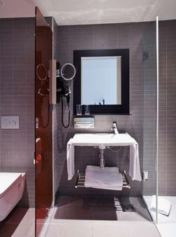 Vincci Bit - Barcelona - Bathroom