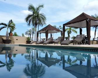 Hotel San Luis Lindavista - Кульякан - Pool