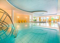 Best Western Premier Castanea Resort Hotel - Lüneburg - Piscina