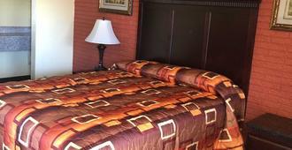 Economy Inn - Farmington - Bedroom