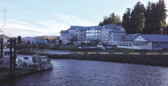 Quarterdeck Inn & Marina Resort - Port Hardy