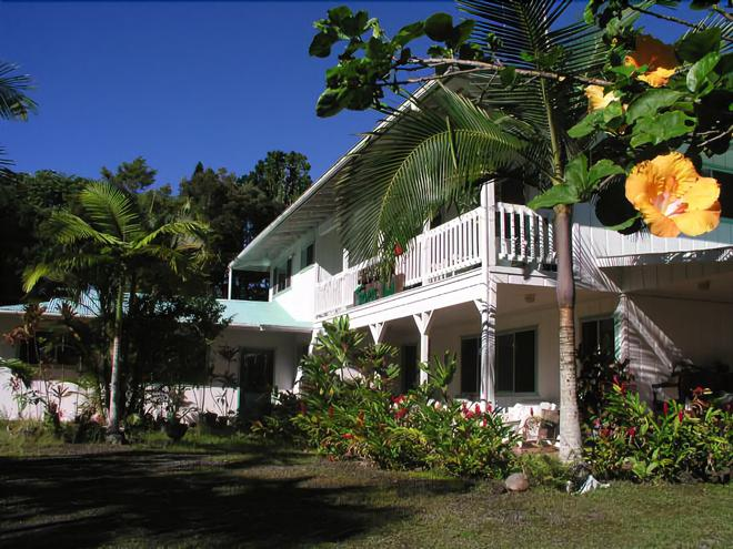 Lava Tree Tropic Inn - Pahoa - Building