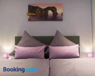 Zimmervermietung Hebenstreit - Bernburg - Bedroom