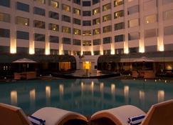 Radisson Blu Hotel Ranchi - Ranchi - Zwembad