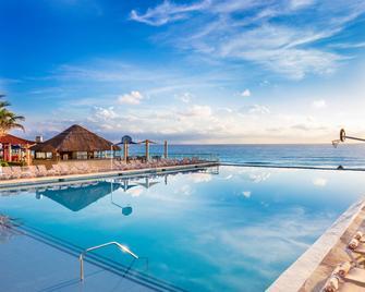 Crown Paradise Club Cancun - Cancún - Alberca