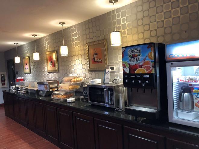 Best Western Plus Goodman Inn & Suites - Horn Lake - Buffet